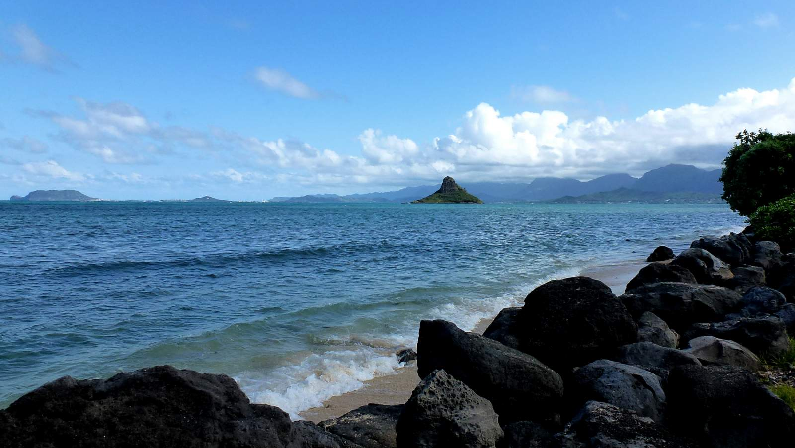 Chinaman's Hat, one of the things to see driving on Oahu.